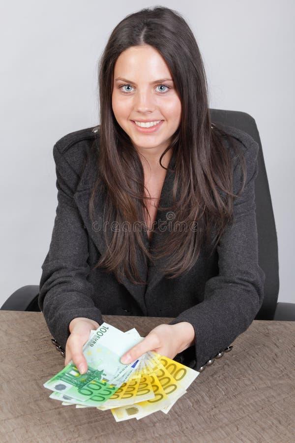 pokazywać potomstwa bizneswomanu pieniądze obrazy stock