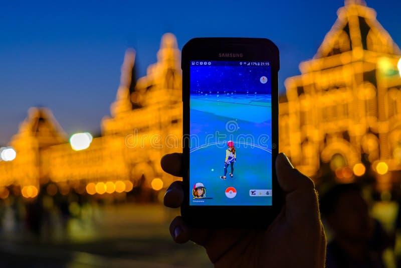 Pokemon gaat toepassing op smartphone stock afbeelding