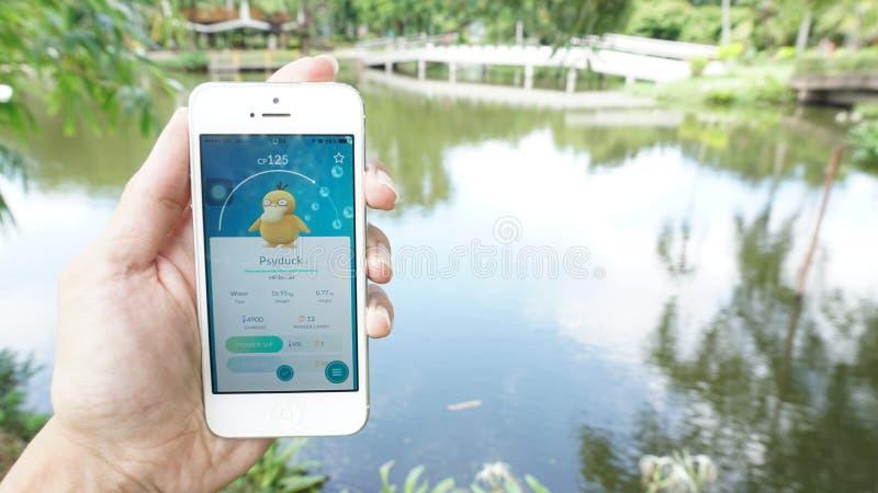 Pokemon gehen Anwendung lizenzfreies stockfoto