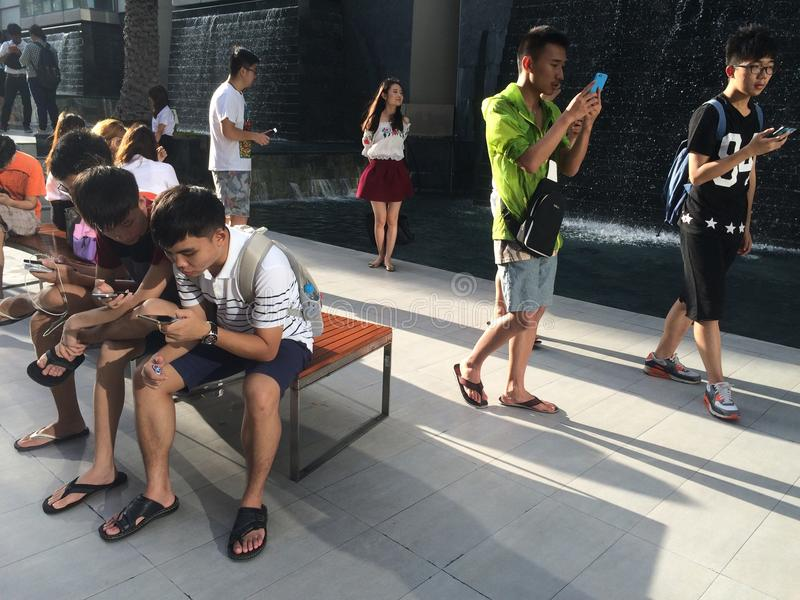 Pokemon gehen in Bangkok lizenzfreie stockfotos
