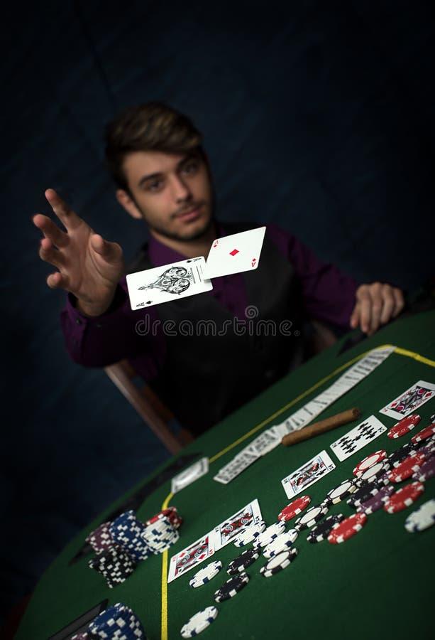 Poker, der mit vollem Haus gewinnt lizenzfreies stockbild