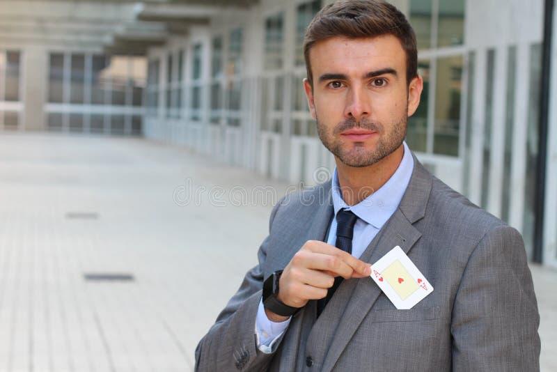 Poker som spelar visa ett kort arkivbild