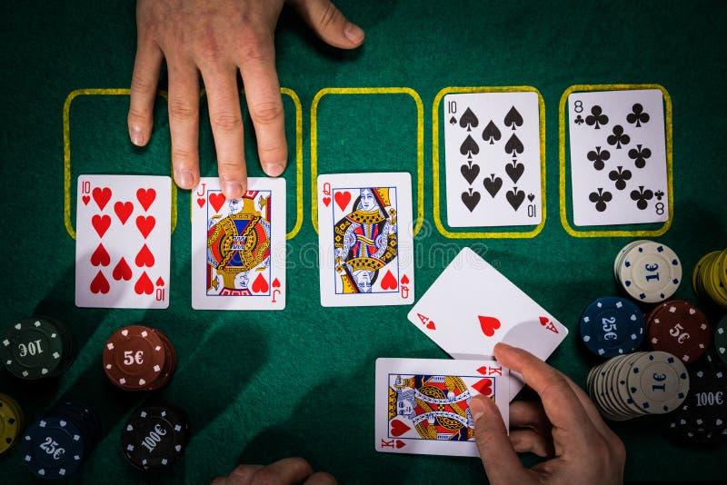 Pokerbegrepp med kort på den gröna tabellen Hand-rang kategorier: Kunglig spolning royaltyfri bild