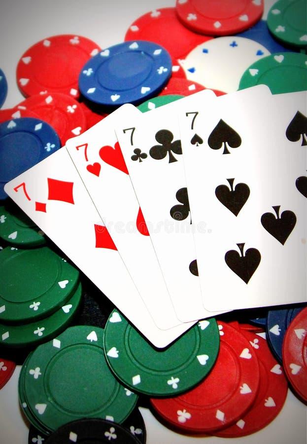 Pokerchiper och fyra sevens fotografering för bildbyråer