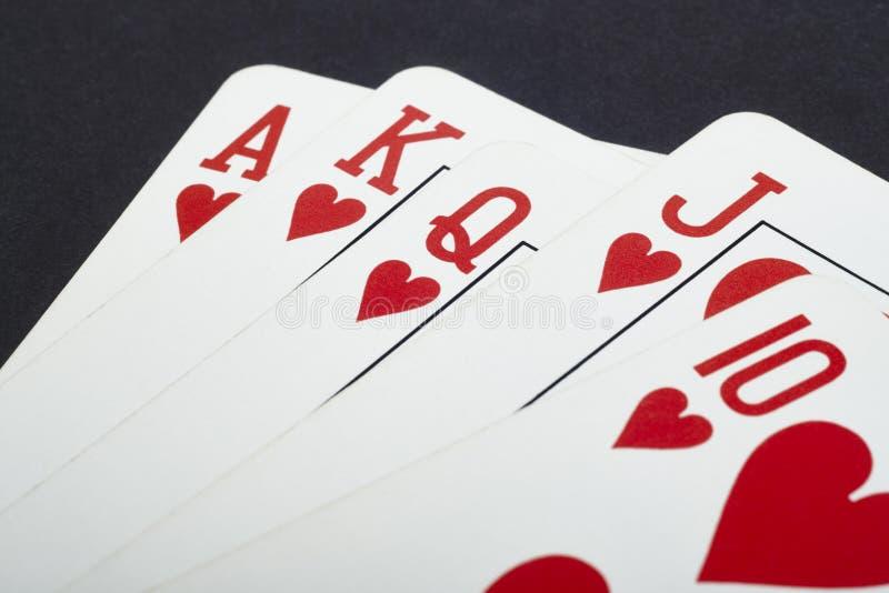 Pokerkortspel med rak spolning för hjärta Rött arkivbilder