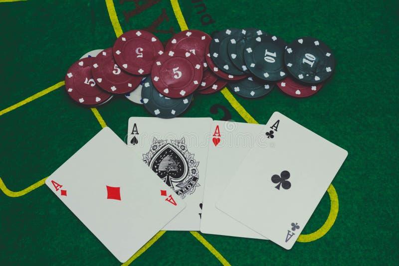 Pokerspiel Spielerschauen lizenzfreies stockbild