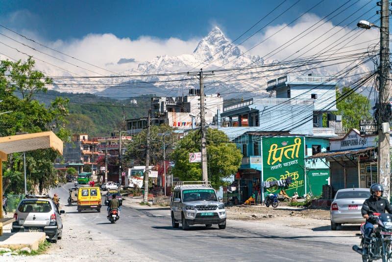 Pokhara/Νεπάλ-28 07 2019: Η άποψη της πόλης Pokhara και της αιχμής Annapurna στοκ εικόνες