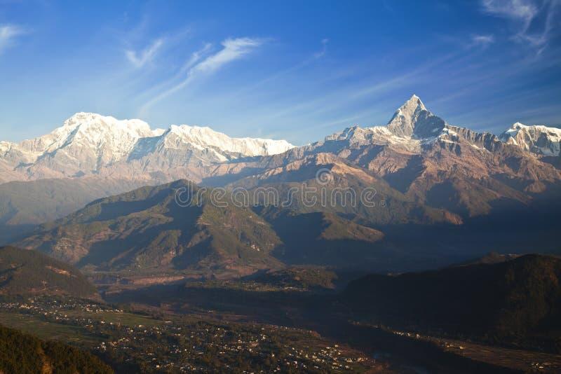 Pokhara und der Himalaja an der Dämmerung, Nepal lizenzfreies stockbild