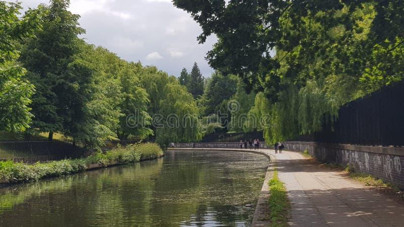 Pokojowa sceneria regenta kanał w Londyn obraz stock