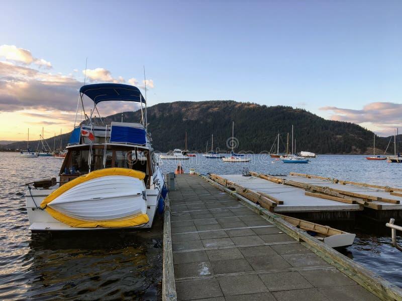 Pokojowa spokojna noc dokował przy marina w Nanaimo, kolumbia brytyjska, Kanada zdjęcia royalty free