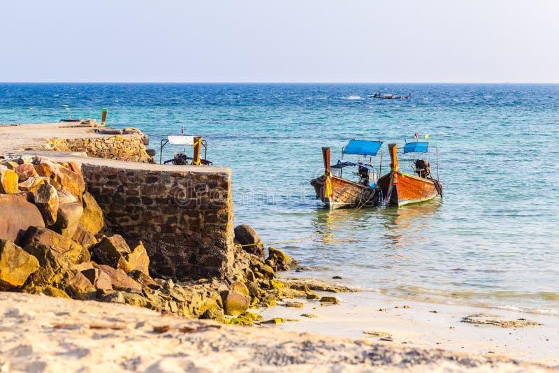 Download Pokojowy andaman morze obraz stock. Obraz złożonej z molo - 53778957