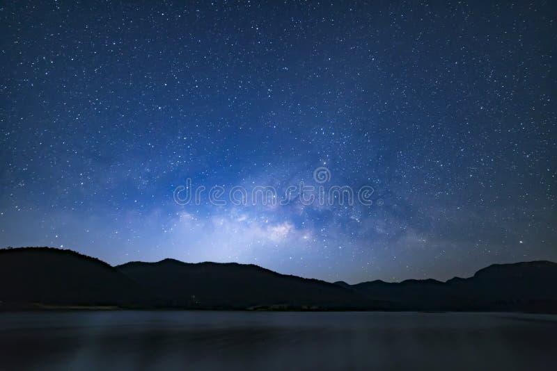 Pokojowy gwiaździsty nocnego nieba tło zdjęcia stock