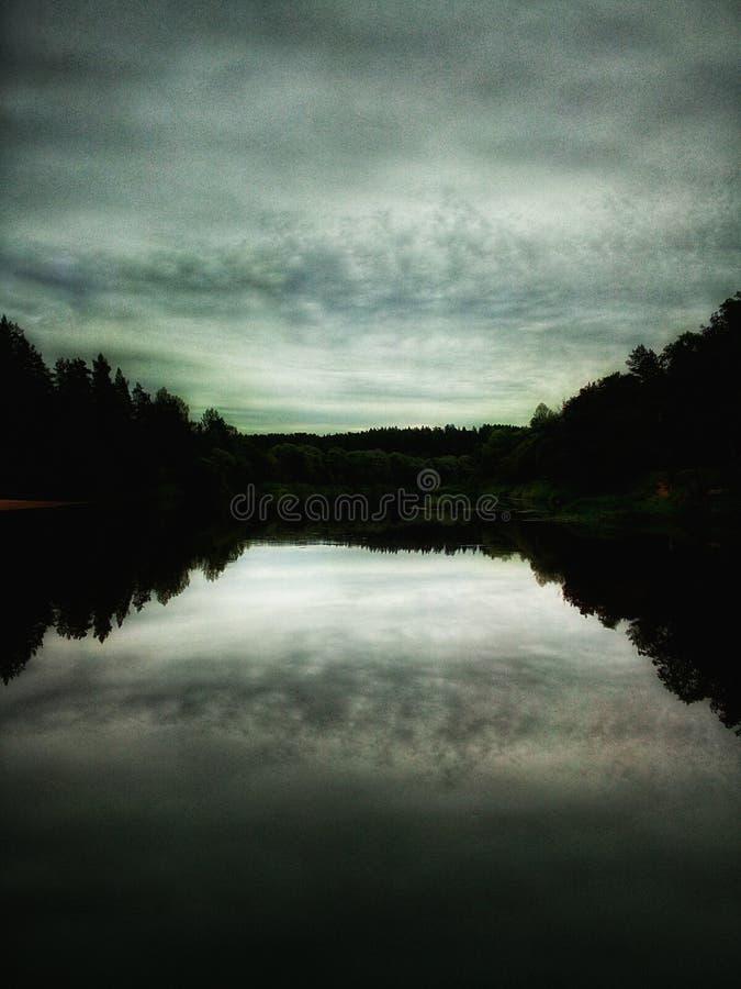 Pokojowy ranek na rzece zdjęcie royalty free