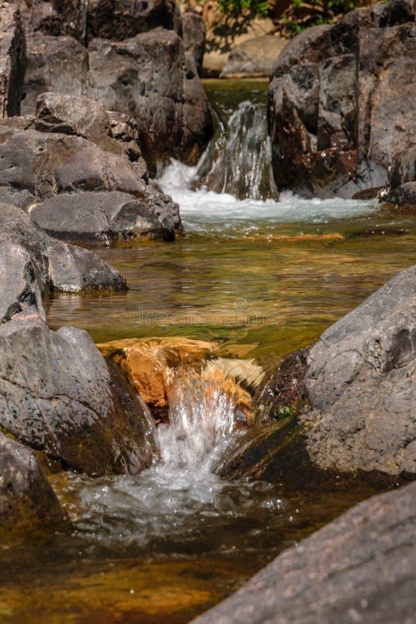 Pokojowy woda przepływ zdjęcia stock