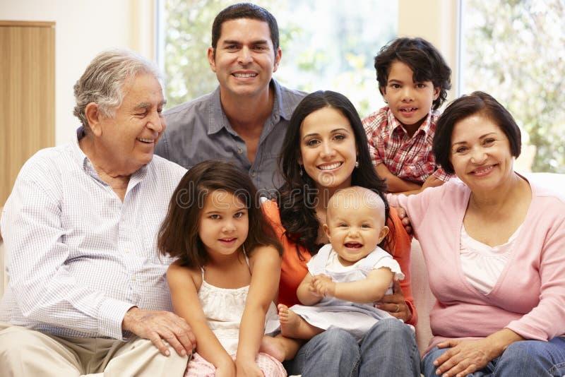 3 pokoleń Latynoska rodzina w domu zdjęcie royalty free