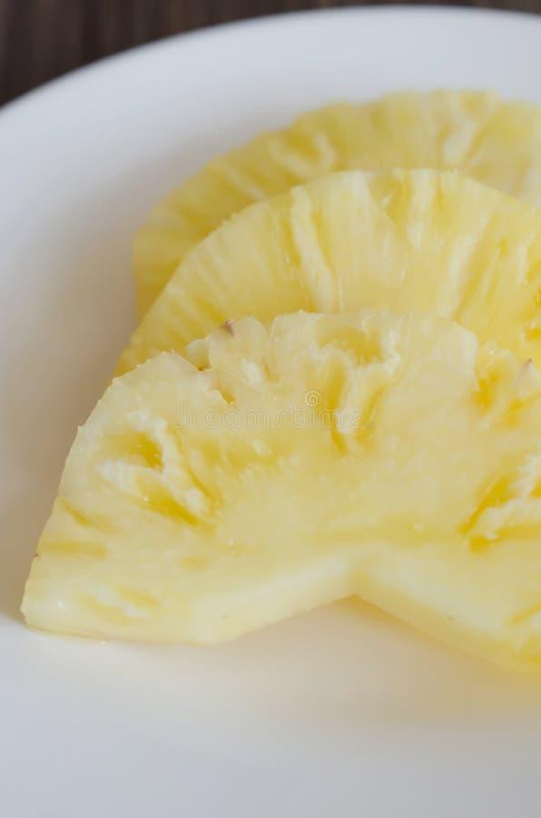 Pokrajać ananasa obraz stock
