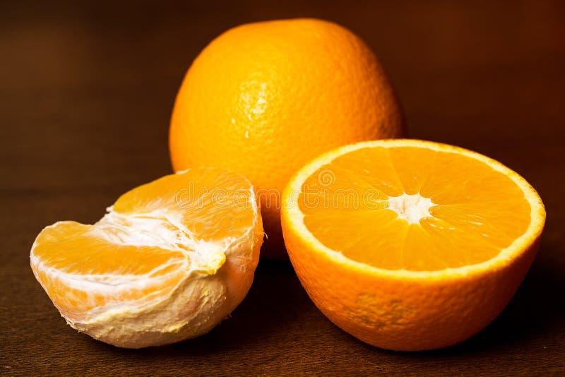 Pokrojone i całe pomarańcze obrazy royalty free
