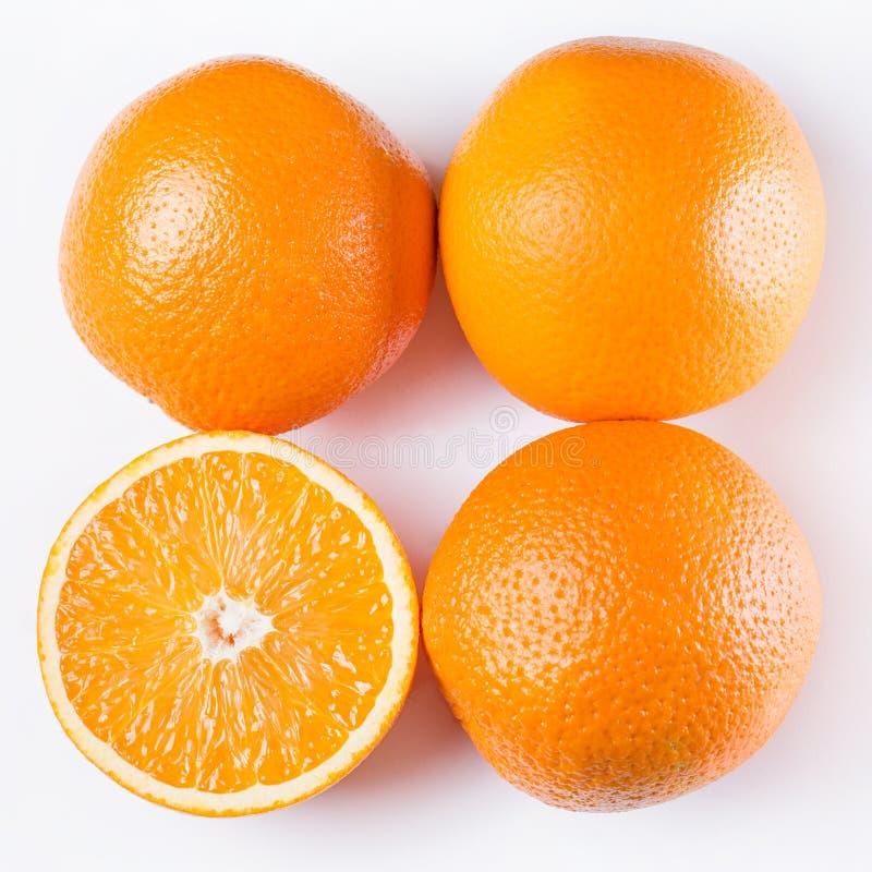 Pokrojone i całe pomarańcze fotografia royalty free