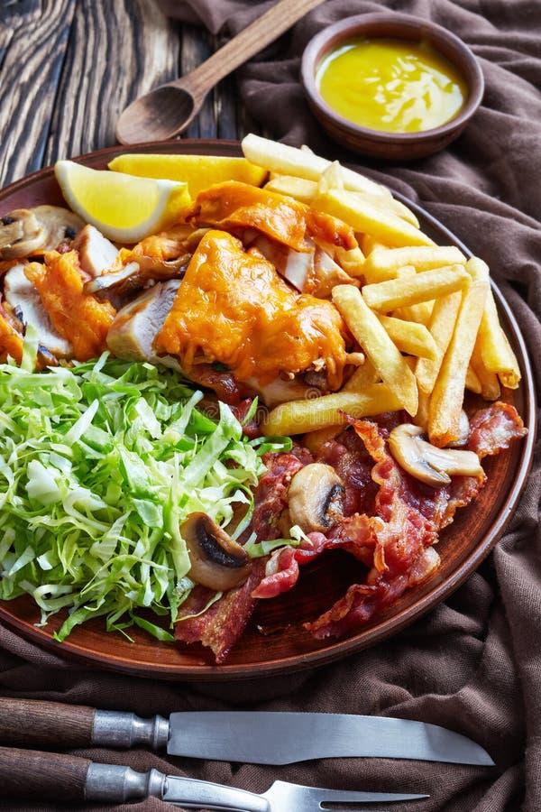 Pokrojony australijczyk piec na grillu kurczak pierś, odgórny widok obrazy royalty free