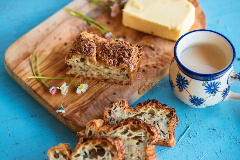 Pokrojony bezpłatny chleb z ziarnami zdjęcia royalty free