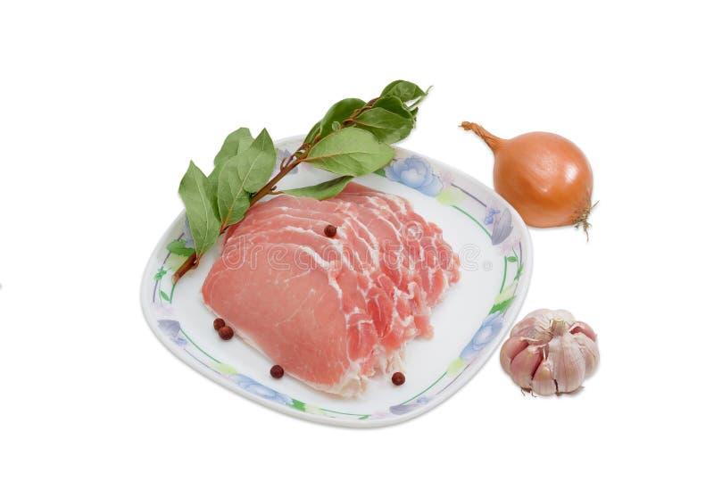 Pokrojony uncooked wieprzowiny tenderloin, pikantność na lekkim tle i obraz royalty free