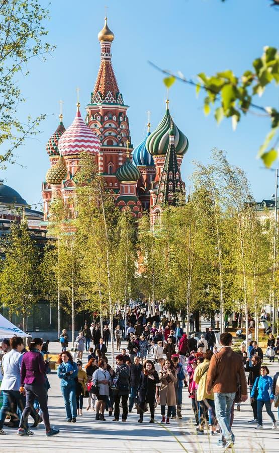 Pokrovsky St basilu Katedralny ` s Kremlin i Moskwa zdjęcia royalty free