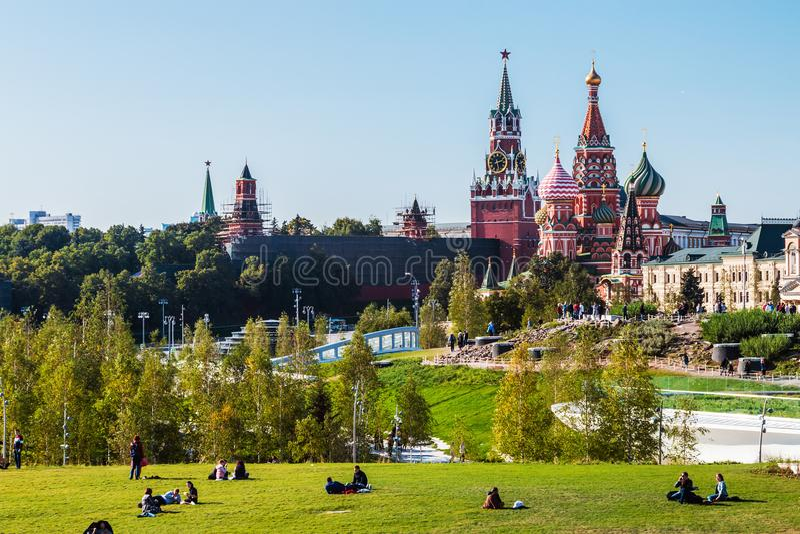 Pokrovsky St basilu Katedralny ` s Kremlin i Moskwa zdjęcie stock