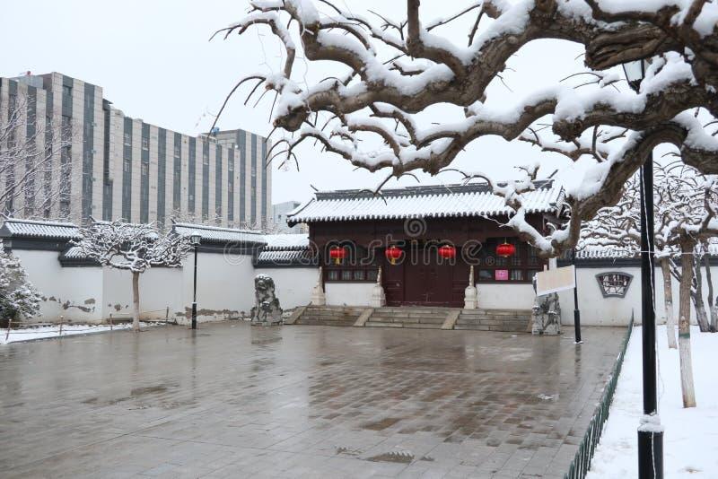 Pokryte śniegiem chińskie domy fotografia stock