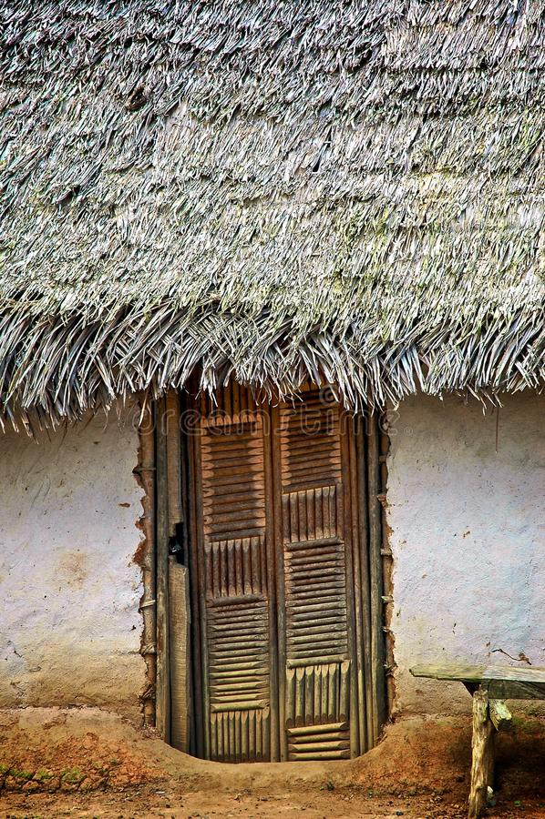 pokrywać strzechą drzwi buda fotografia stock