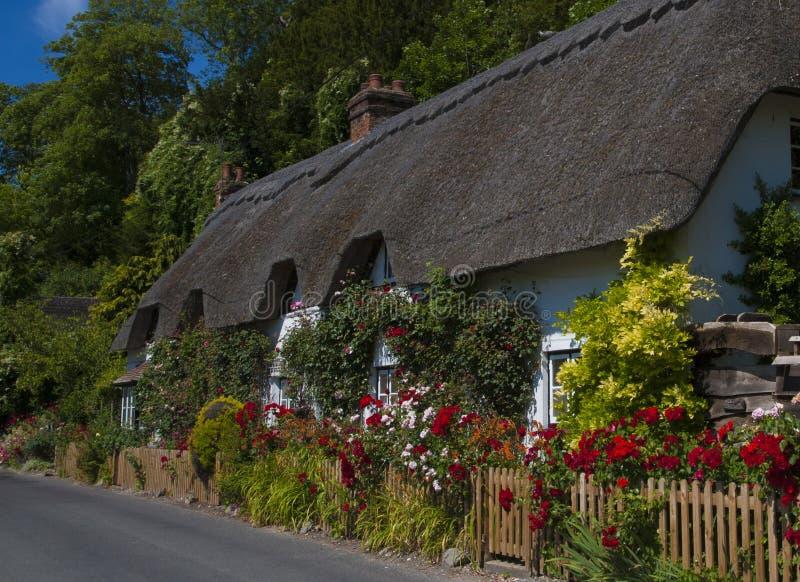 Pokrywająca strzechą chałupa, Wherwell, Hampshire, Anglia fotografia royalty free