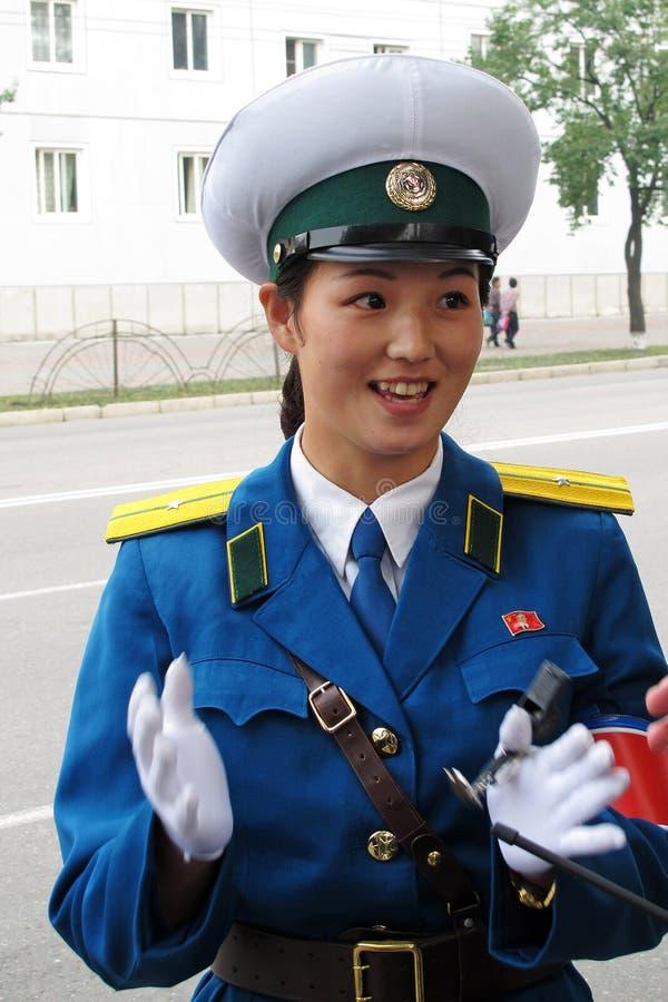 Polícia de trânsito fêmea em Coreia norte fotos de stock royalty free