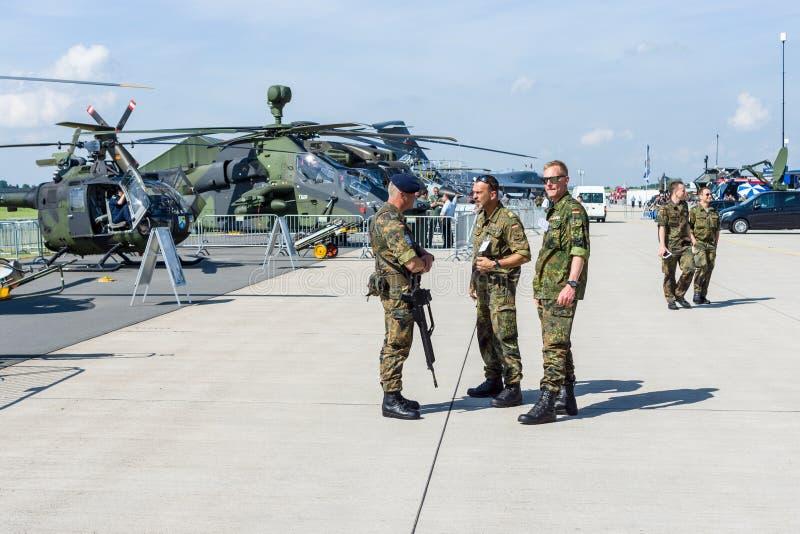 Polícia militar no aeródromo fotografia de stock royalty free