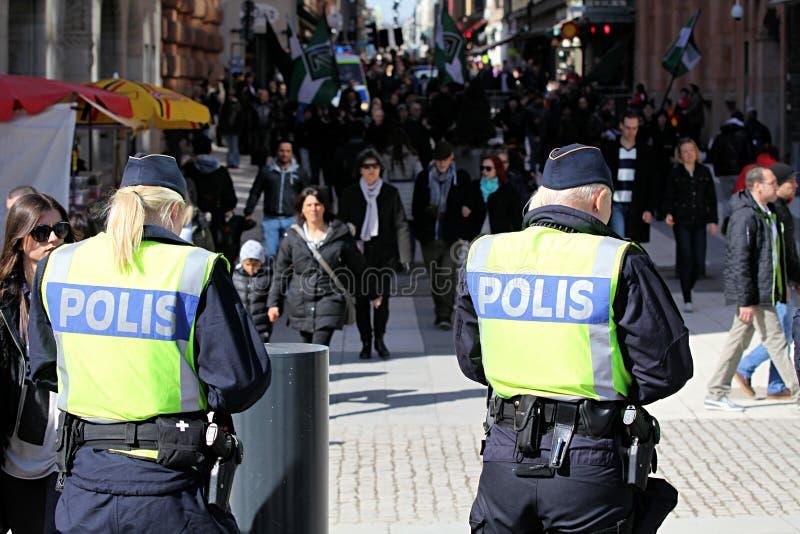 A polícia sueco no protesto reagrupa, Éstocolmo fotos de stock