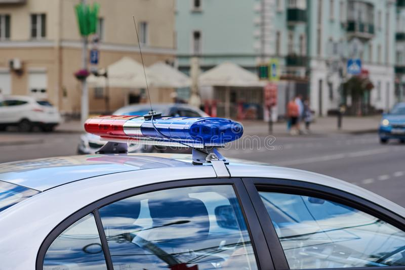 Polícia viatura e barra de luz na rua da cidade foto de stock royalty free