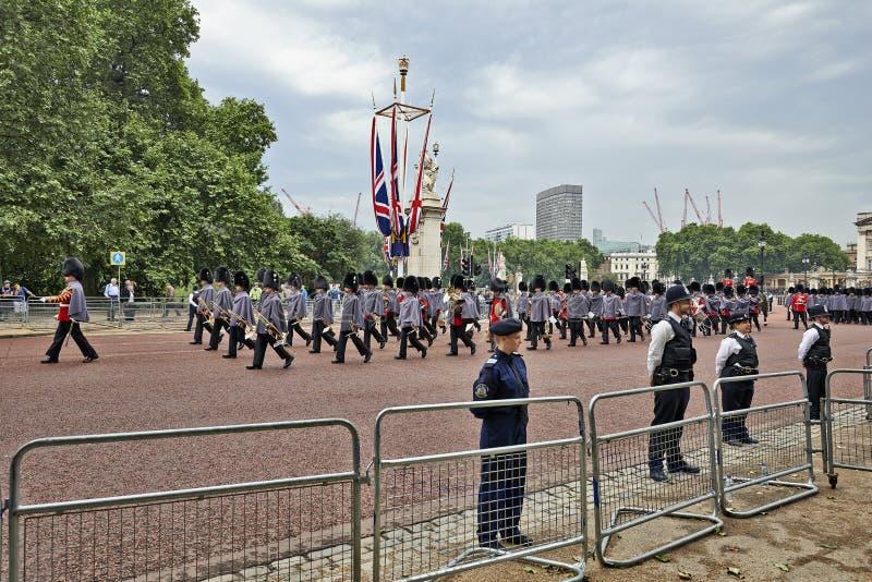 Polícias no protetor fotos de stock royalty free