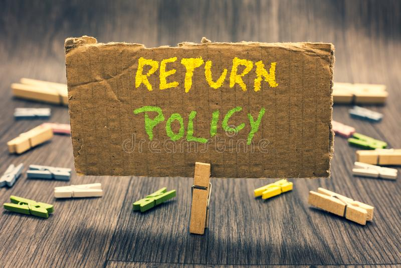 Política do retorno da exibição da nota da escrita Termos e condições apresentando do retalho do reembolso do imposto da foto do  imagens de stock