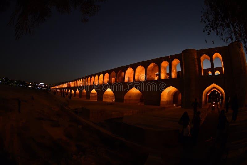 Político do si-o-seh, ponte de Khajoo no por do sol em Esfahan, Irã 14 de setembro de 2016 foto de stock royalty free