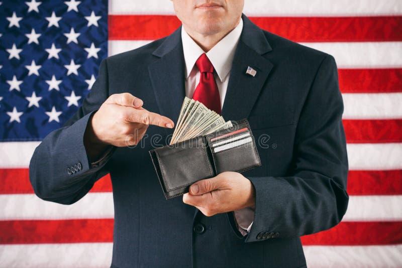 Político: Homem que gesticula à carteira completamente do dinheiro imagem de stock royalty free