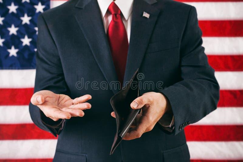Político: Homem virado sobre a carteira vazia fotografia de stock