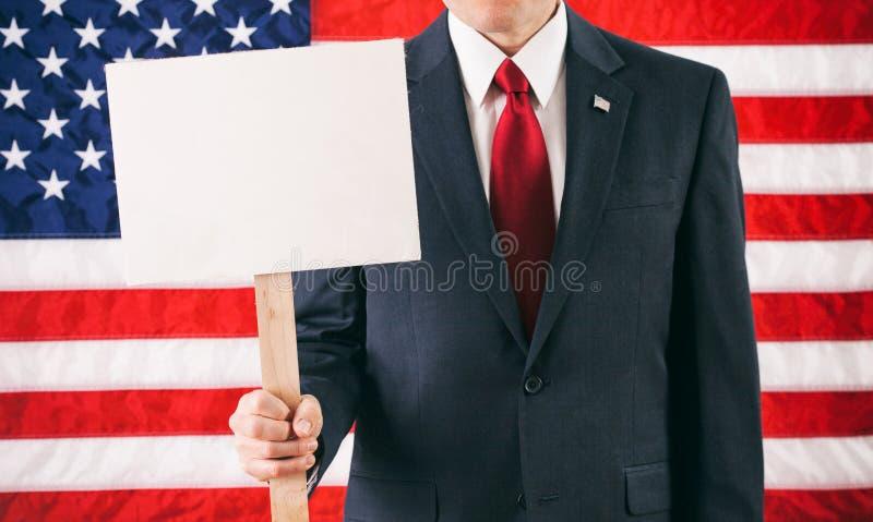 Político: Sustentando um sinal vazio para a mensagem fotos de stock royalty free