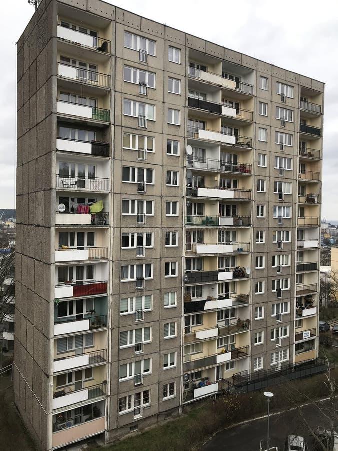 Polônia, Gdynia: bloco de apartamentos no estilo pós-comunismo imagem de stock royalty free