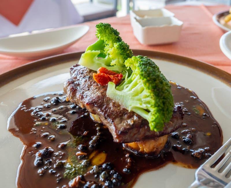 Polędwicy wołowiny stek z czerwone wino kumberlandem obrazy stock
