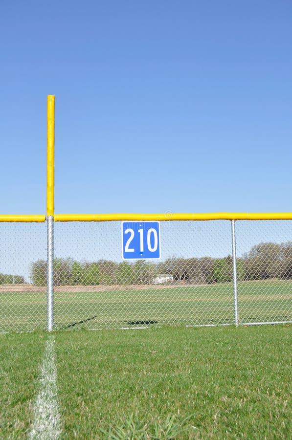 pol för ytterfält för baseballstaketojust spel royaltyfri bild
