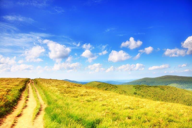 Polônia de Bieszczady da paisagem dos montes das montanhas imagem de stock royalty free