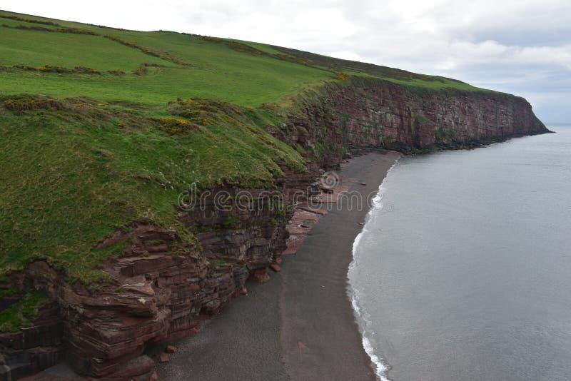 Pola i rewolucjonistek Rockowe Denne falezy Nad Irlandzki morze obraz royalty free