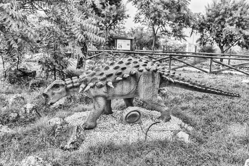 Δεινόσαυρος Polacanthus μέσα σε ένα πάρκο του Dino στη νότια Ιταλία στοκ φωτογραφίες με δικαίωμα ελεύθερης χρήσης
