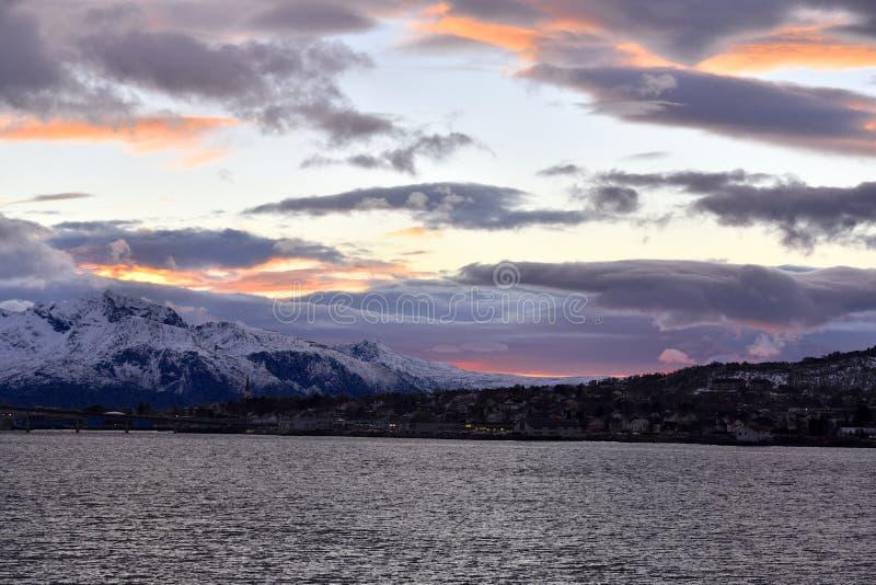 Polaire nacht in Sortland, Noorwegen stock foto's