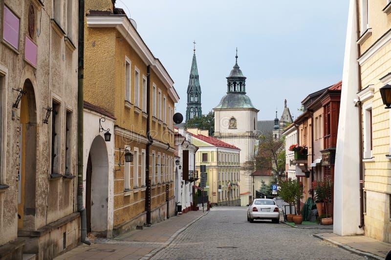 poland Une rue étroite dans la ville de la Renaissance de Sandomierz photos stock
