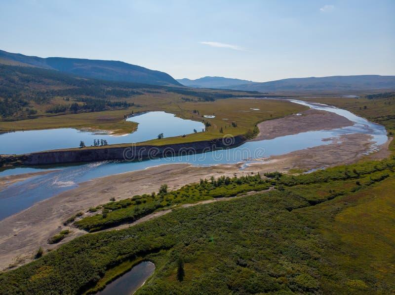 Polara Ural, stor Hadata flod i sommar arkivbild