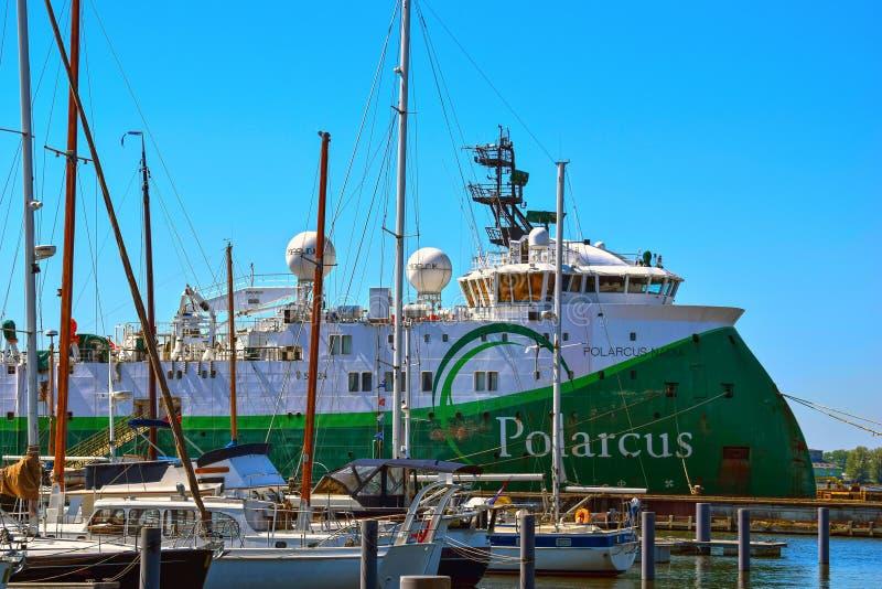 Polarcusschip in de haven van Amsterdam royalty-vrije stock afbeeldingen